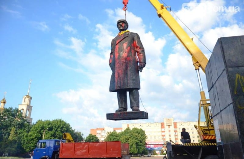 Lenin statue removed